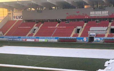 Webcam: Wie auf einem Fußballfeld eine Eishockeyarena entsteht
